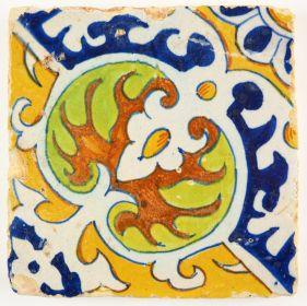 Antique Delft polychrome ornament tile with a Kidney / Nier motif, 17th century